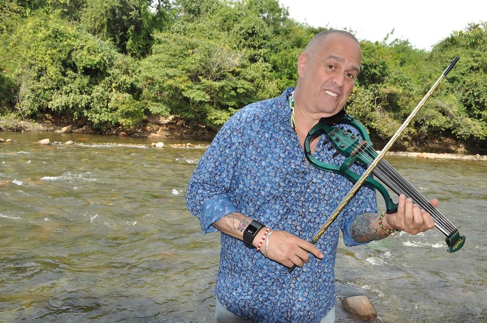 Alfredo De la Fe, a orillas del río Guatapurí. Foto Cortesía Daniel Gutiérrez Palomino