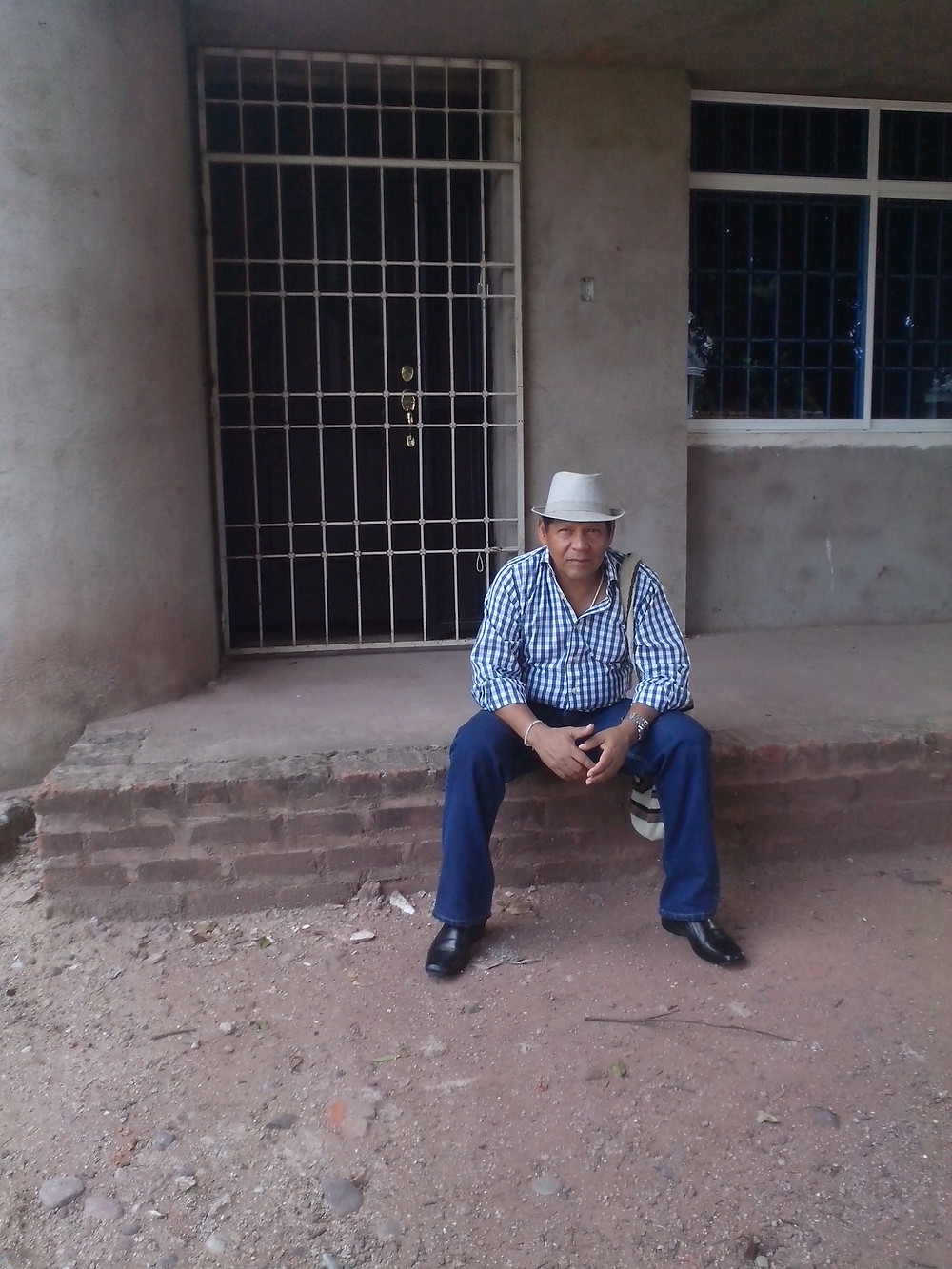 Rosendo Romero, en la casa donde nación. Barrio El Cafetal en Villanueva, La Guajira. Foto: Mariaruth Mosquera.