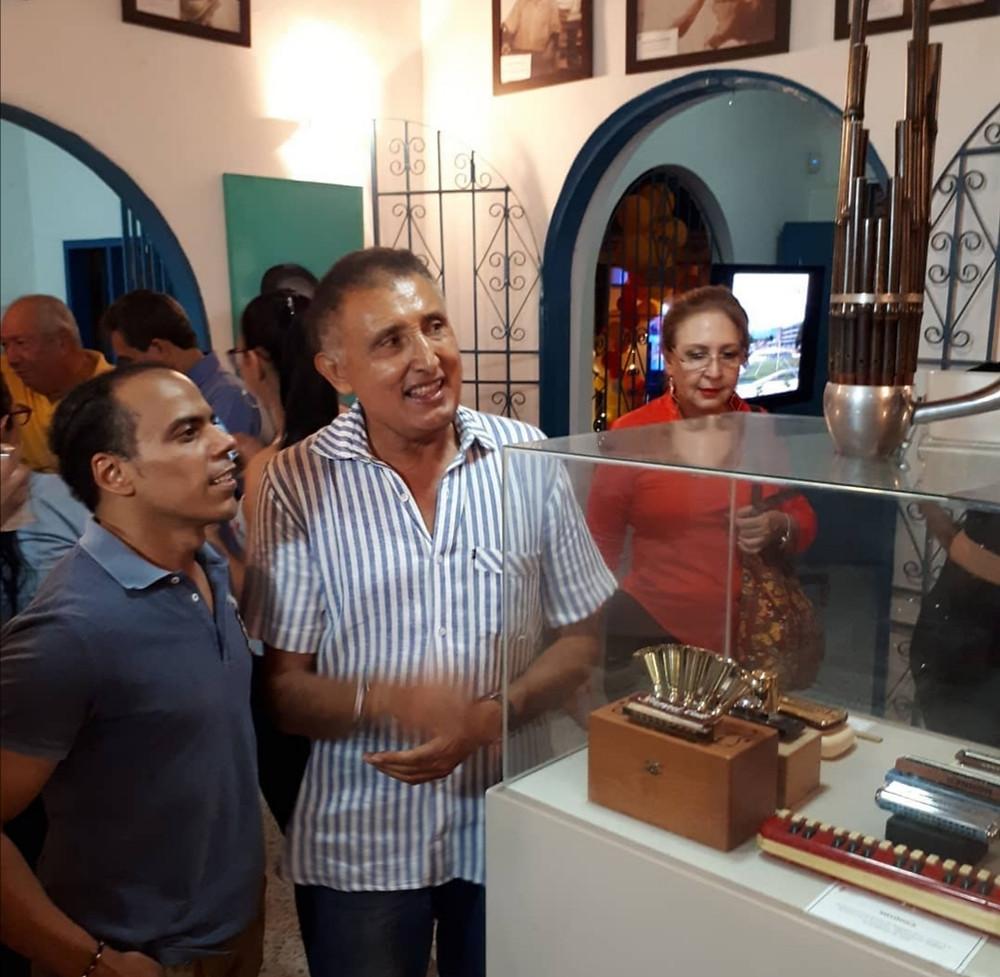 Imágenes de visitantes al Museo del Acordeón, aquí el rey vallenatp Harold Rivera. Foto Cortesía.