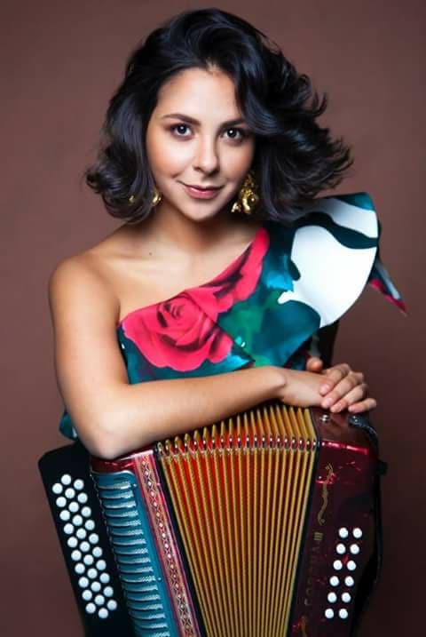 Diana Burco, acordeonera y cantautora, nominada a los Premios Grammy.