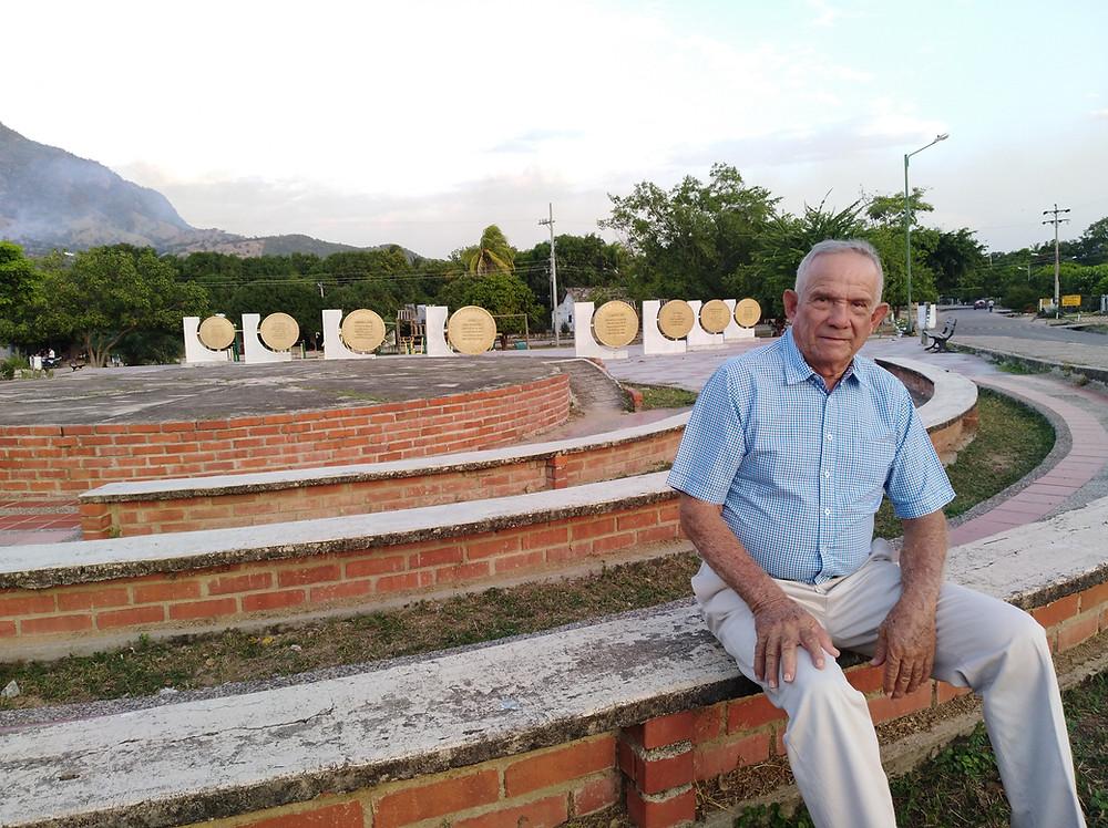 Albertico Daza Daza en la plaza de Patillal