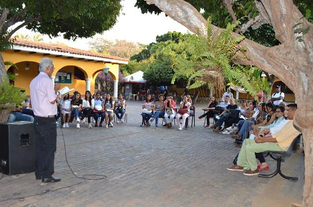 Intervención del poeta sandiegano Luis Alberto Murgas. Foto: Universidad Popular del Cesar.