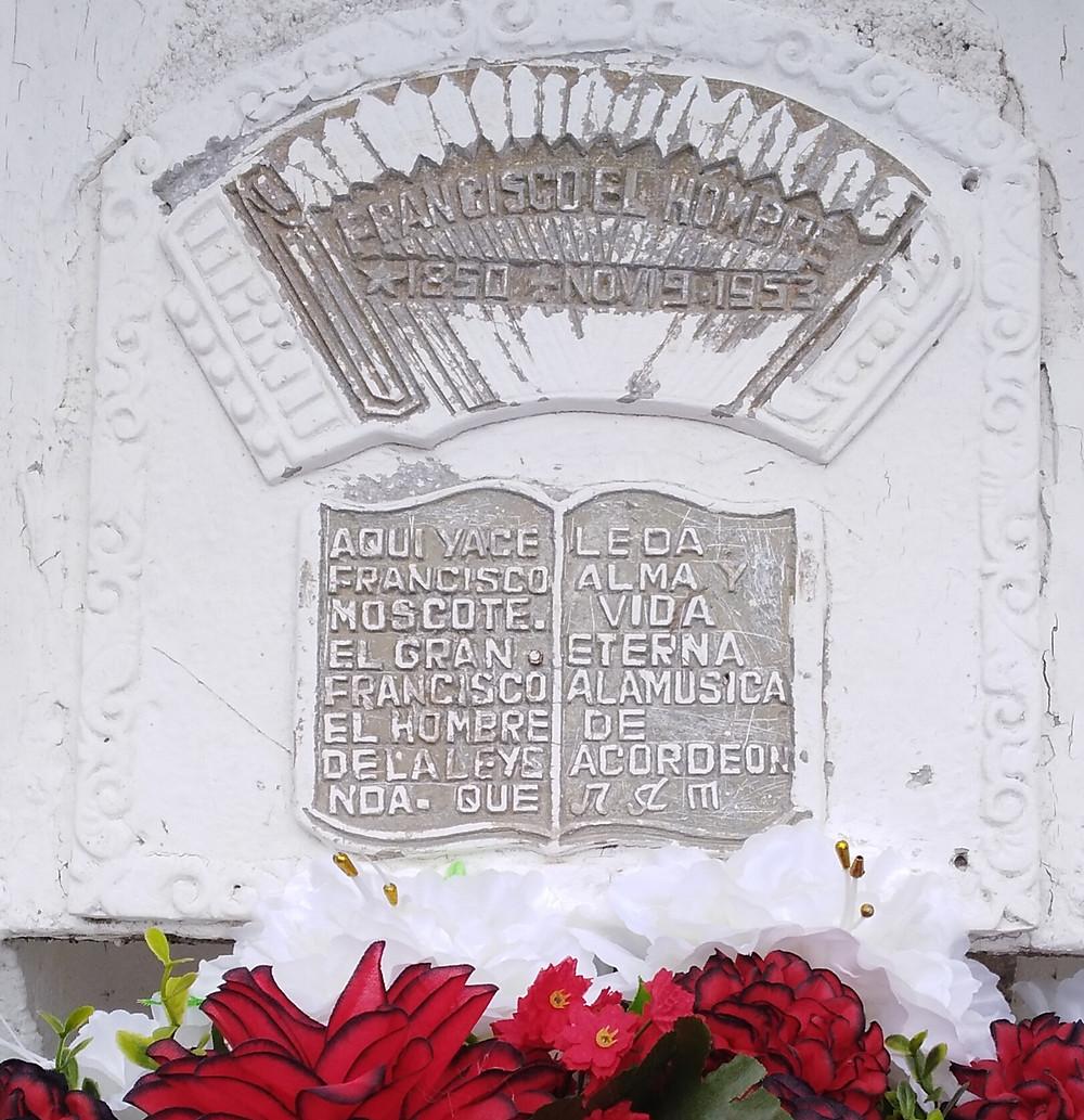 En una tumba en Machobayo (La Guajira) duerme de 'Francisco el Hombre'.
