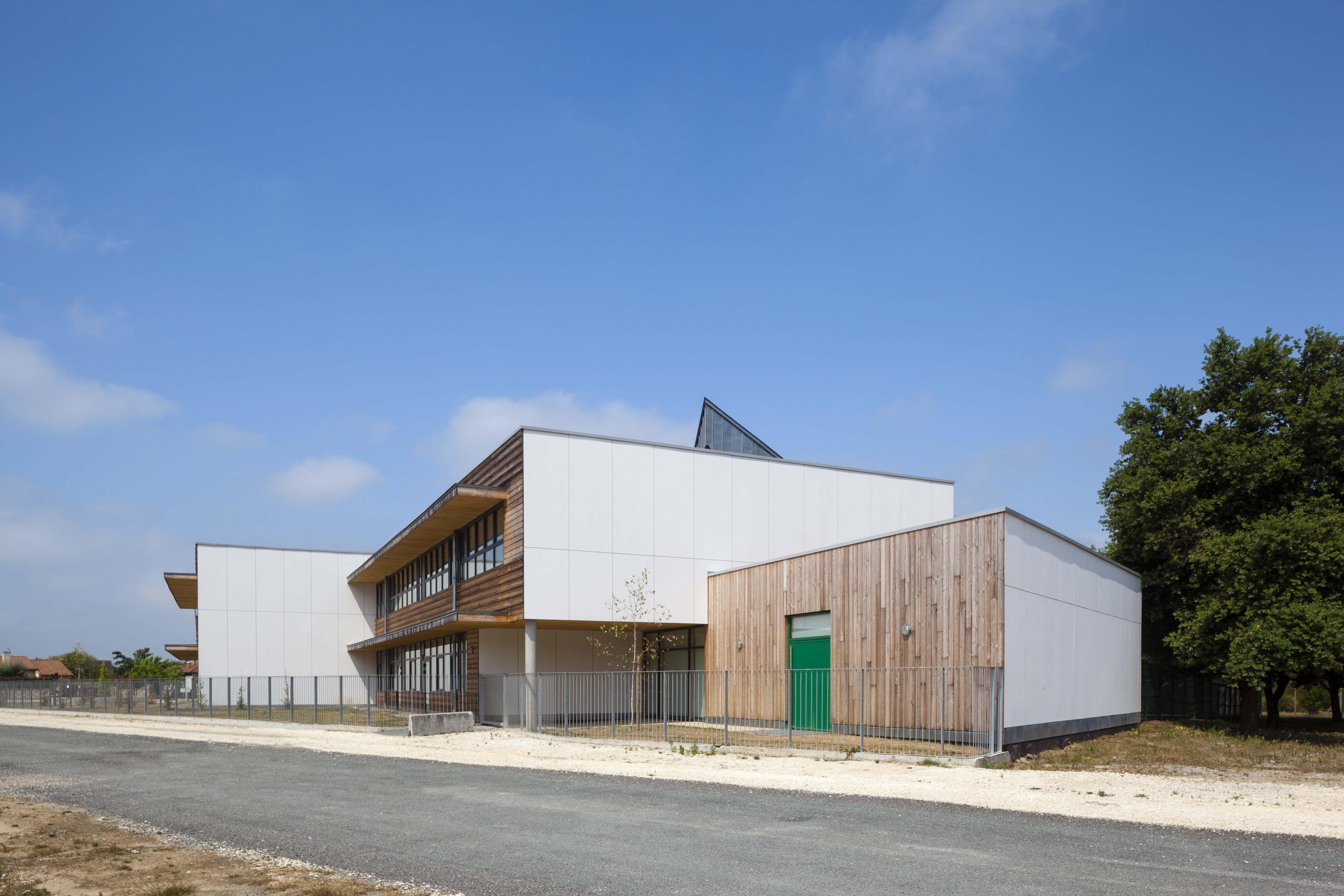 École élémentaire Aimé Césaire à Ambarès et Lagrave