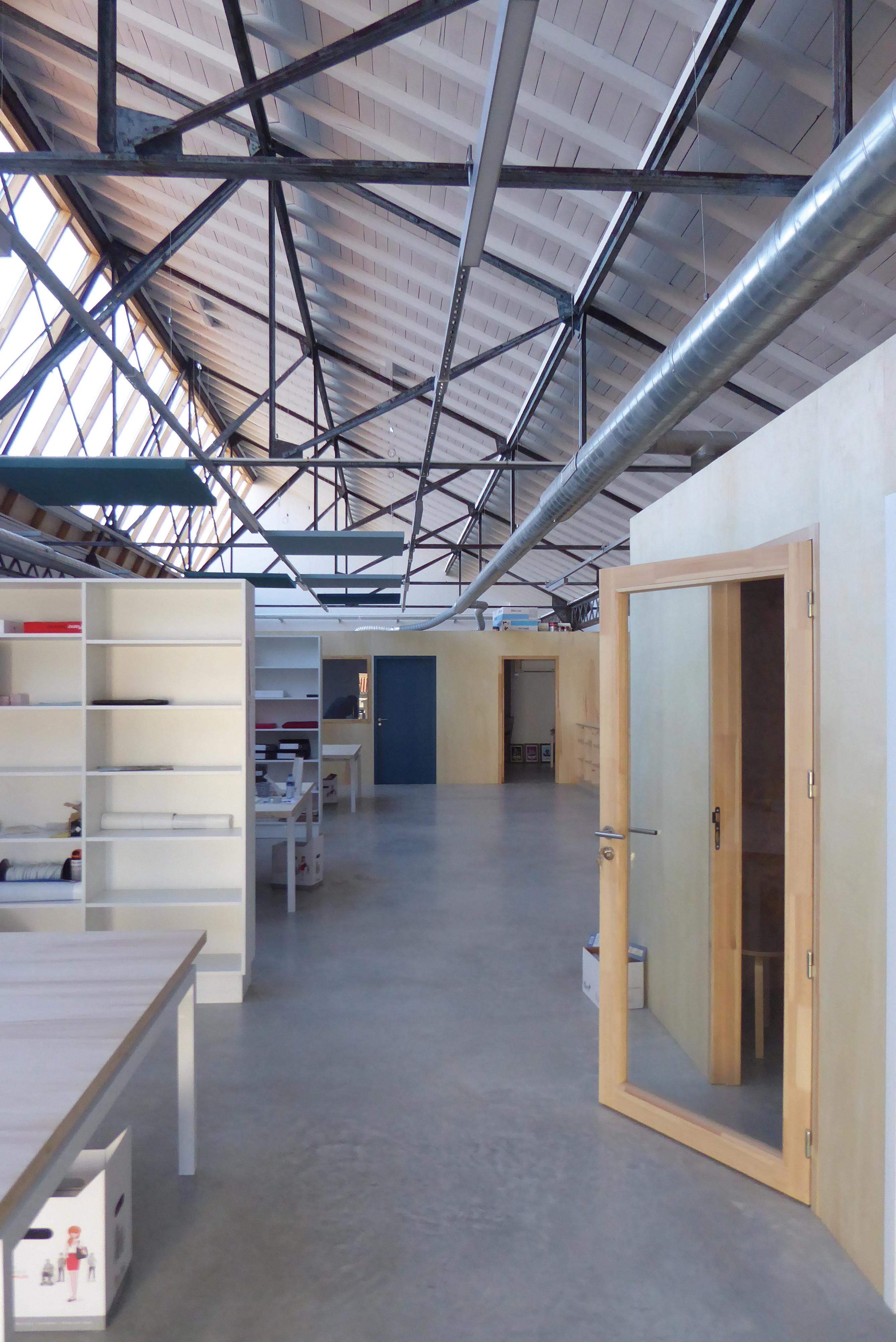 Quand une fabrique de capsules se transforme en bureaux, Floirac Neorama