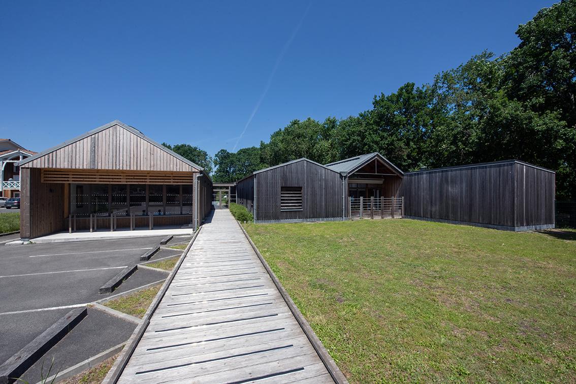 Une crèche tout en bois au Teich
