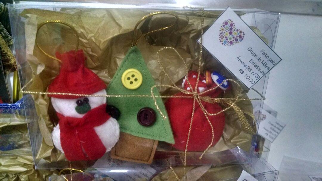 Pingentes coloridos de Natal