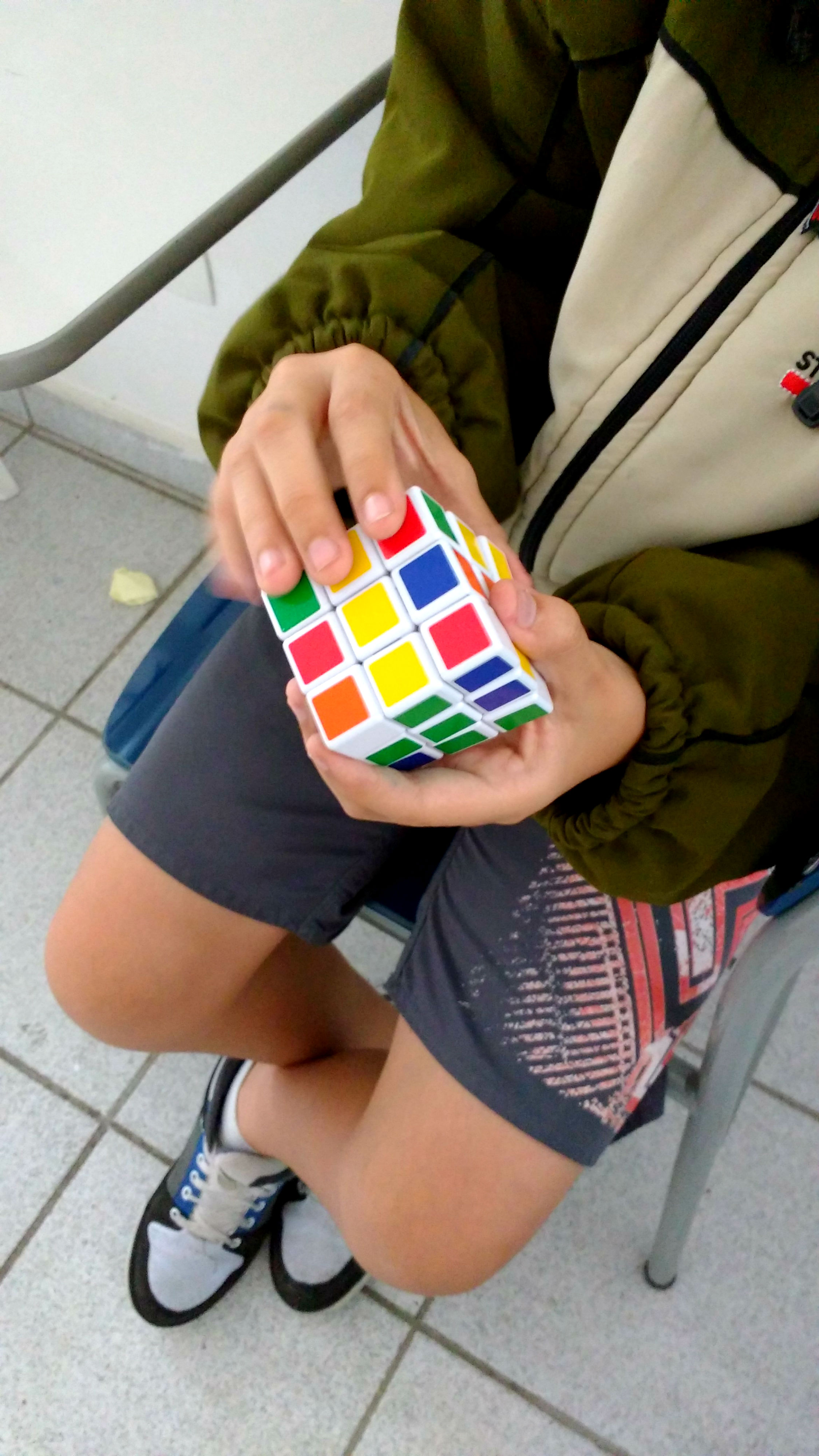 Aprendendo a resolver o cubo mágico