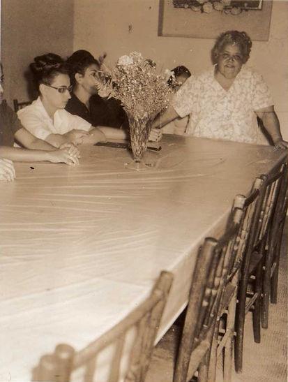 Foto antiga da Mãe Doca  2