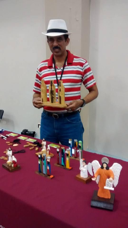 Carlos Camacho (Artesano) Tallador Santos (1)