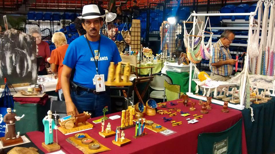 Carlos Camacho (Artesano) Tallador Santos (2)
