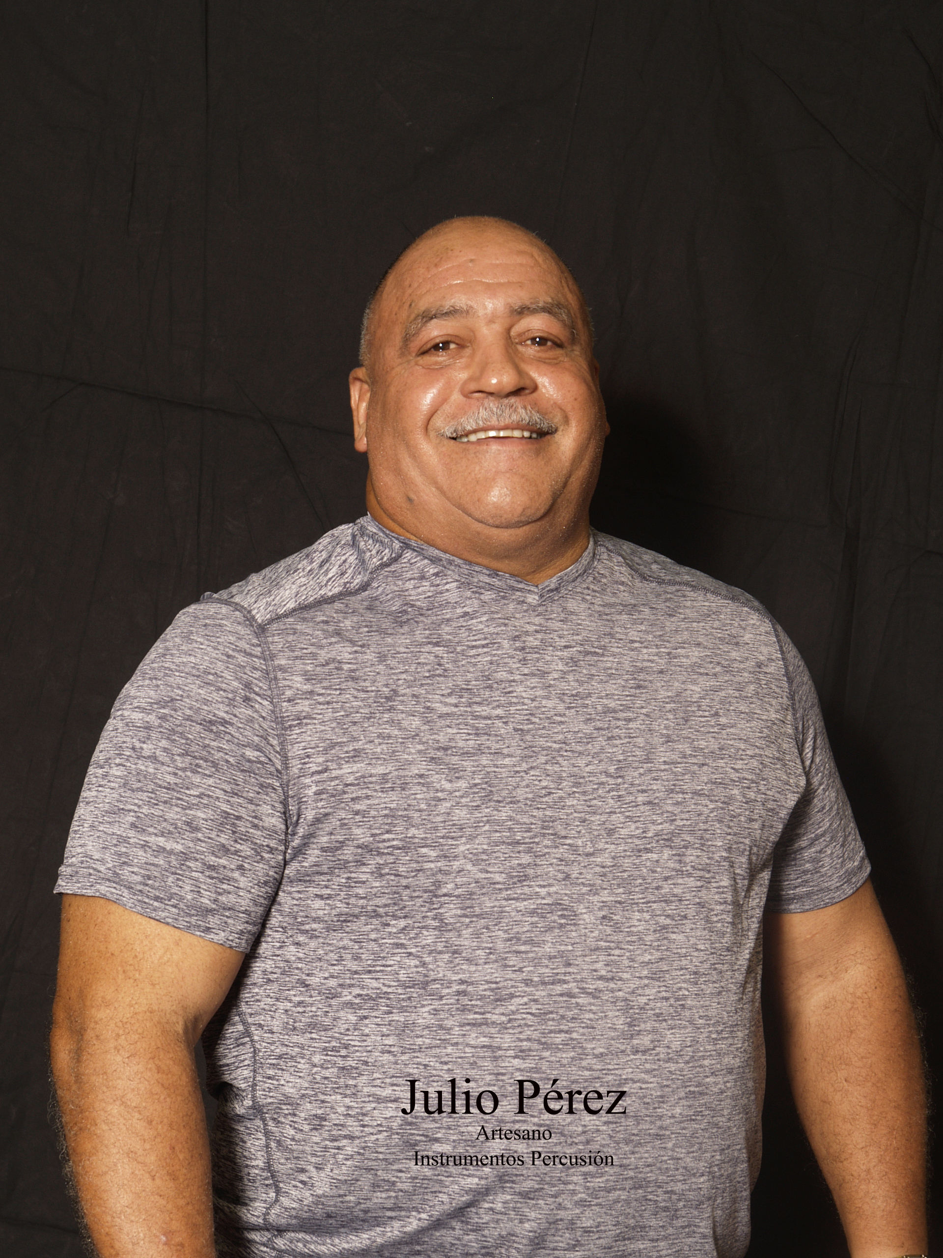 Julio_Pérez_-_Artesano_Instrumento_de_Percusión