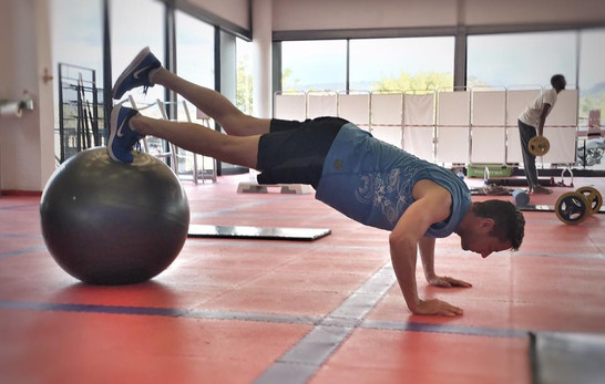 Morné Basson doing core exercises
