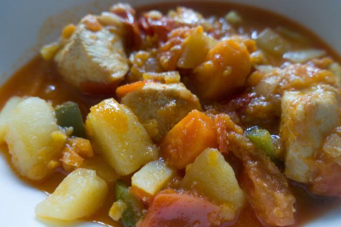 Pommes de terre, patate douce, légumes et poulet