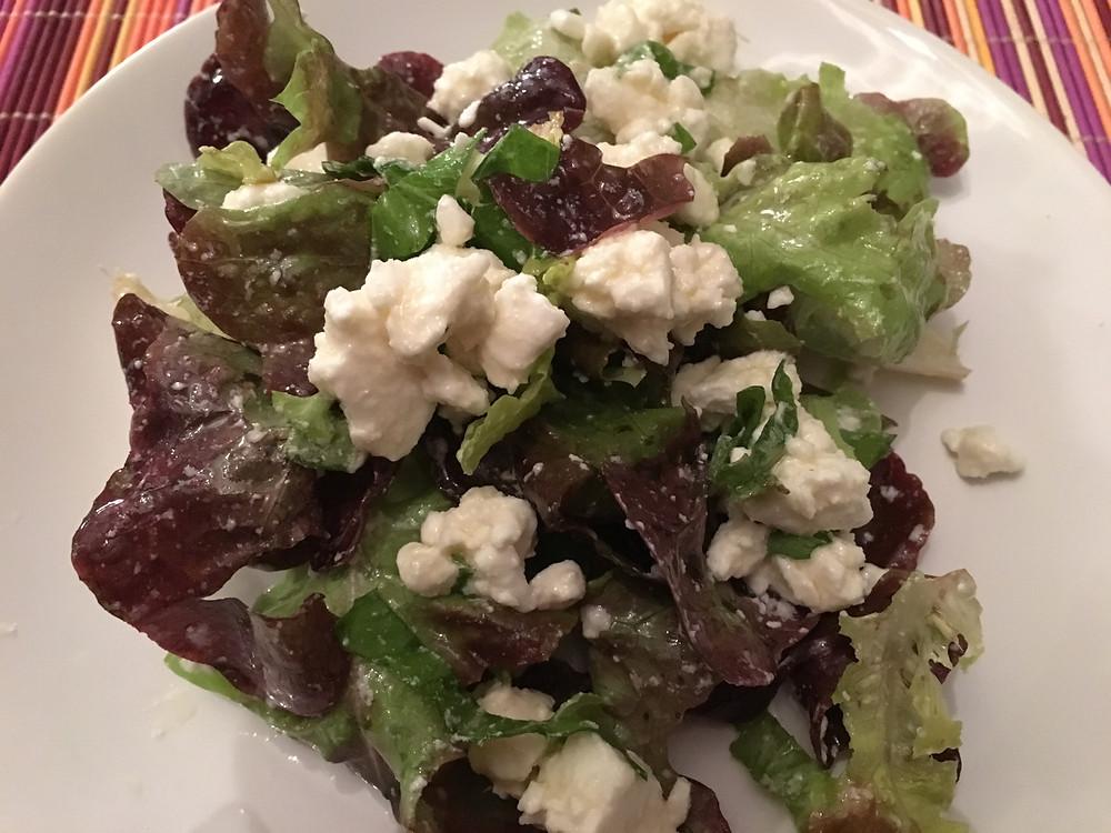 Salade à la féta et l'huile de noix