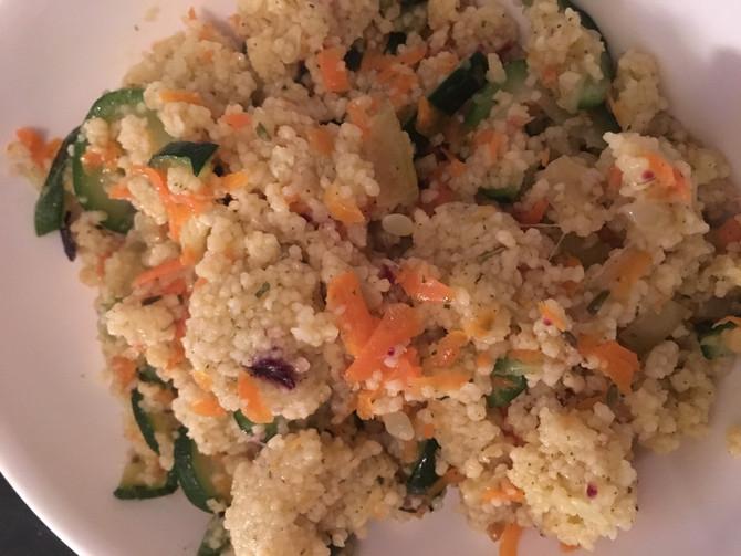 Salade et Couscous aux fleurs avec courgette et carottes