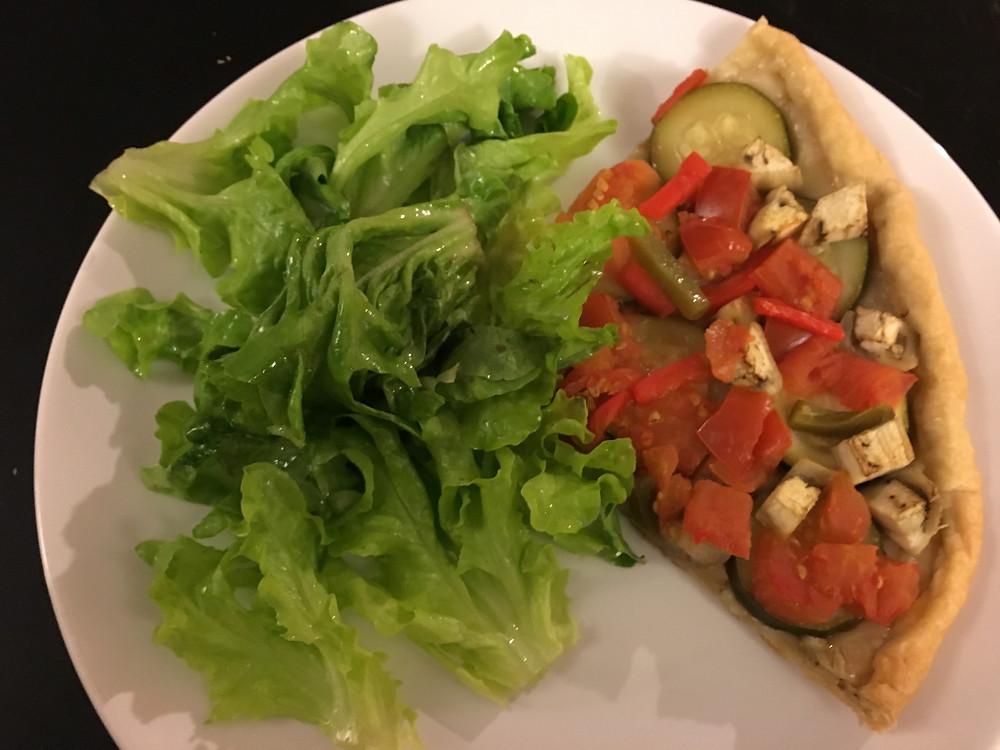 tarte aux légumes et salade