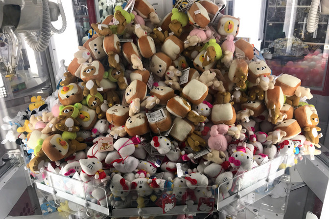 We did try to win a toast bear, but discovered that all the remaining toast bears were chained to the machine.