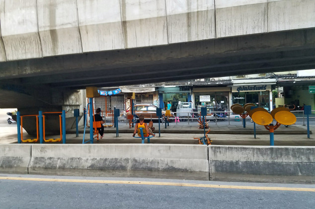 Oh, look! An exercise area under the highway.
