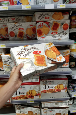 At the grocery store in neighboring Camucia. This is something I still can't figure out: dry, unflavored giant crouton toast.