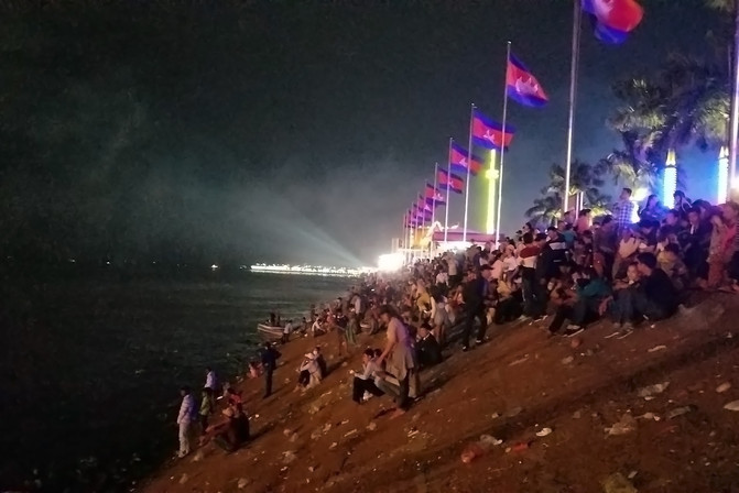 The festival marks the end of the rainy season and the reversal of the Tonle Sap River, where people gather to watch big floats and boat races.