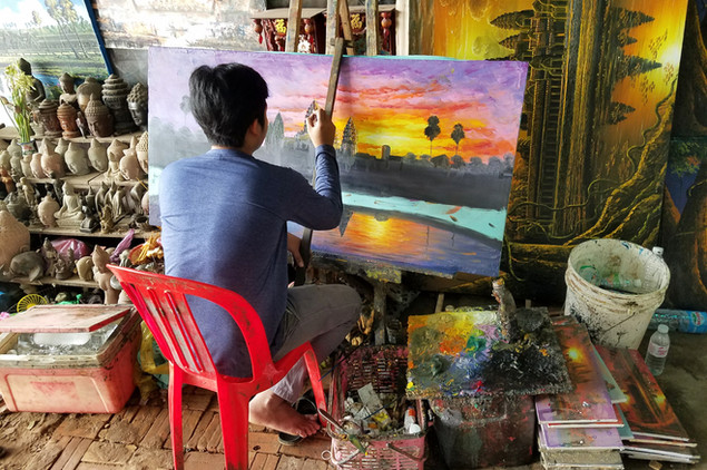 A painter in the row of shops near the main temple