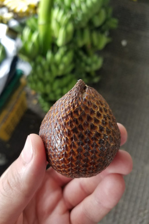Snakefruit at the market
