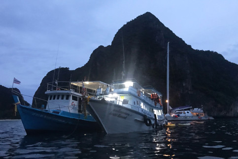 Our boat teamed up with its sister boat for dinner and rum buckets.