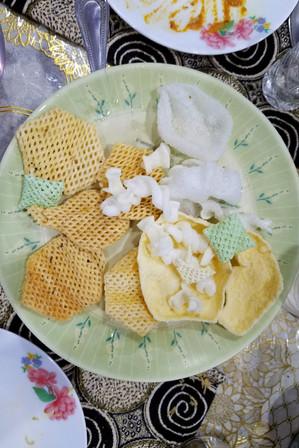 Strange foam crackers