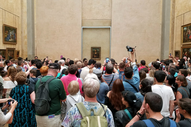 Fighting our way to the Mona Lisa. What a spectacle!