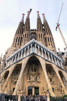 We stopped by La Sagrada Familia to take photos on the way.