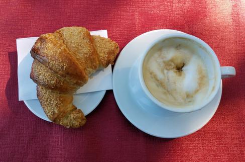 Caffé con cornetto