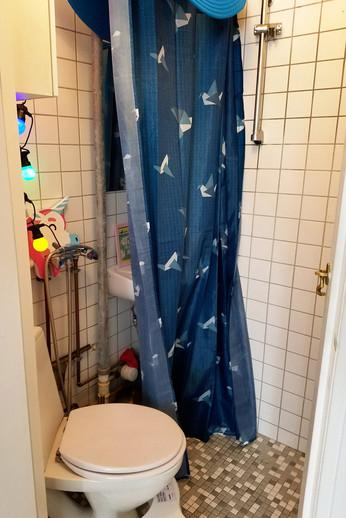 Tiny Airbnb bathroom