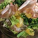 土佐文旦と自家製生ハムのサラダ