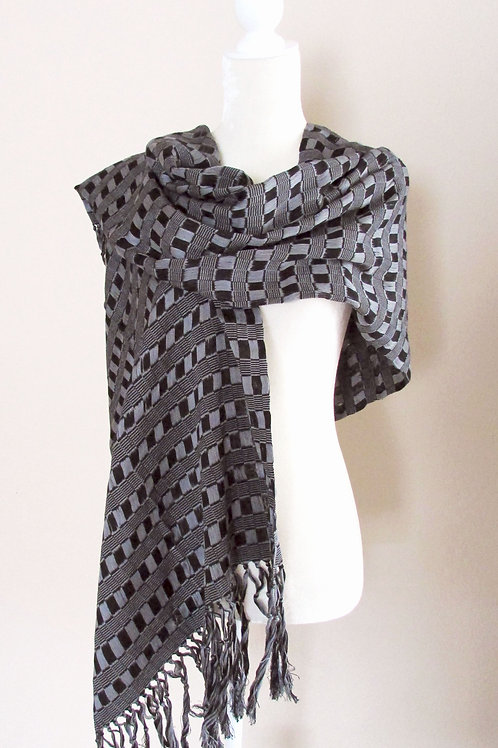 Rebozo or Shawl Black and gray tone hand-woven in cotton yarn. Chiapas