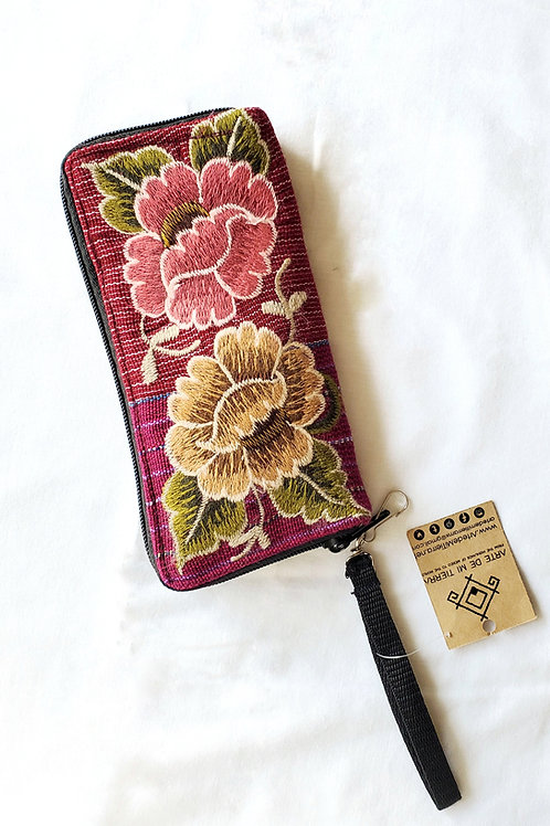 tzotzil, chiapas, hand made, hand embroidery, fiucsia, flowers, wallet
