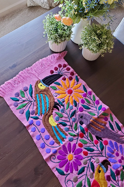 Table Runner woven in backstrap loom, fabric color pink with Toucans.