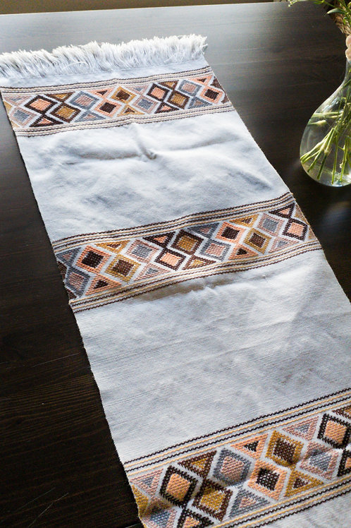 Table Runner woven in backstrap loom, Light Gray color with multicolor broca