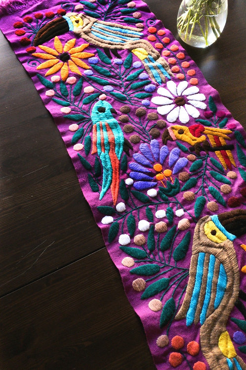 Table Runner woven in backstrap loom, fabric color Purple-pink with tucans