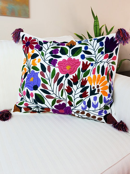 "Chiapas Cover Pillow White 20""x20"", floral desing."
