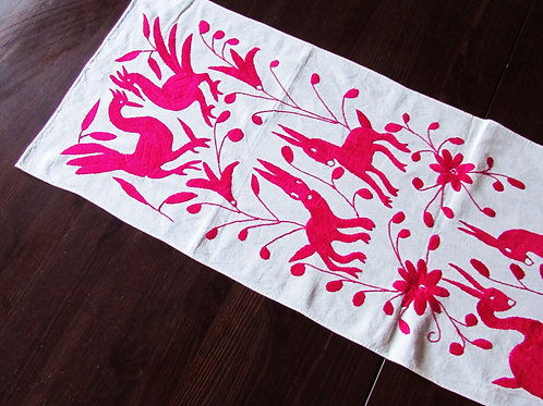 mexican crewel embroidered, table runner fucsia, mexican handmade, table runner handmade, otomi embroidered, otomi fab
