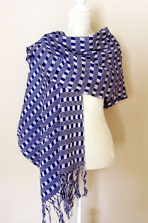 Rebozo or Shawl White and blue tone hand-woven in cotton yarn. Chiapas