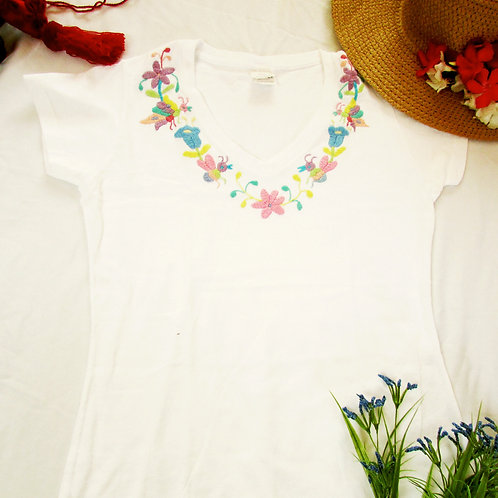 Otomi t-shirt White cotton and soft tones Multicolor hand embroidery V neck.