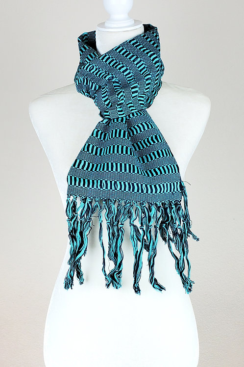 Scarf hand woven in backstrap loom in ble combination tones of color.