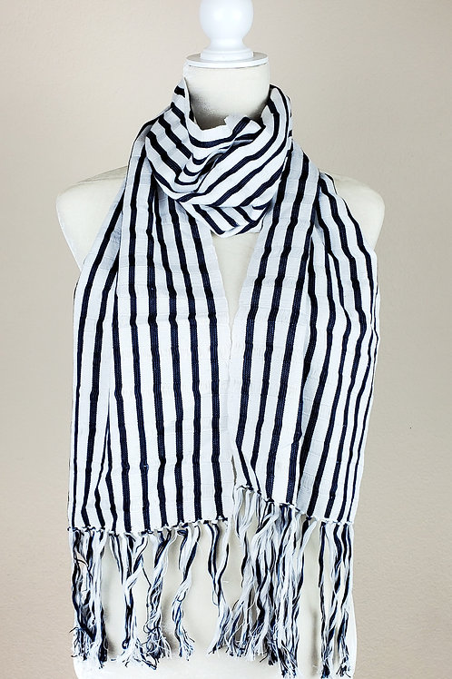 Scarf wove in backstrap loom, white, blue and black.