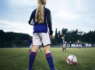 Rétroviseur d'une fille footballeur