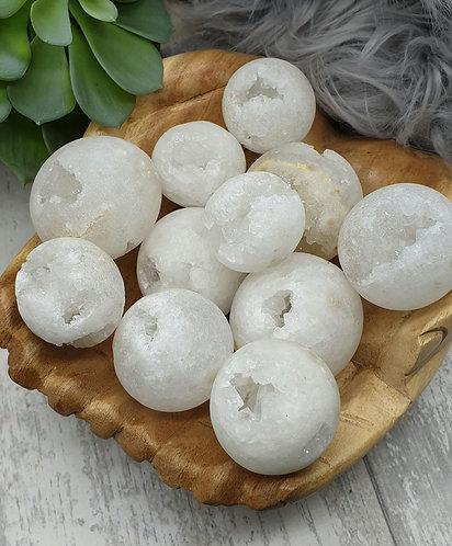 Quartz druze pocket spheres