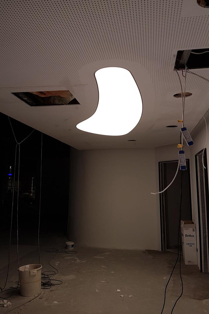 Euroeyes Hamburg - nierenförmige Lichtdecke