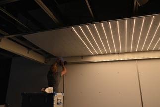 HAWK Hildesheim - Montage der Beleuchtung