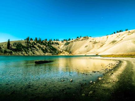 Three Sisters Wilderness, Bend Oregon - Moraine Lake Shoreline